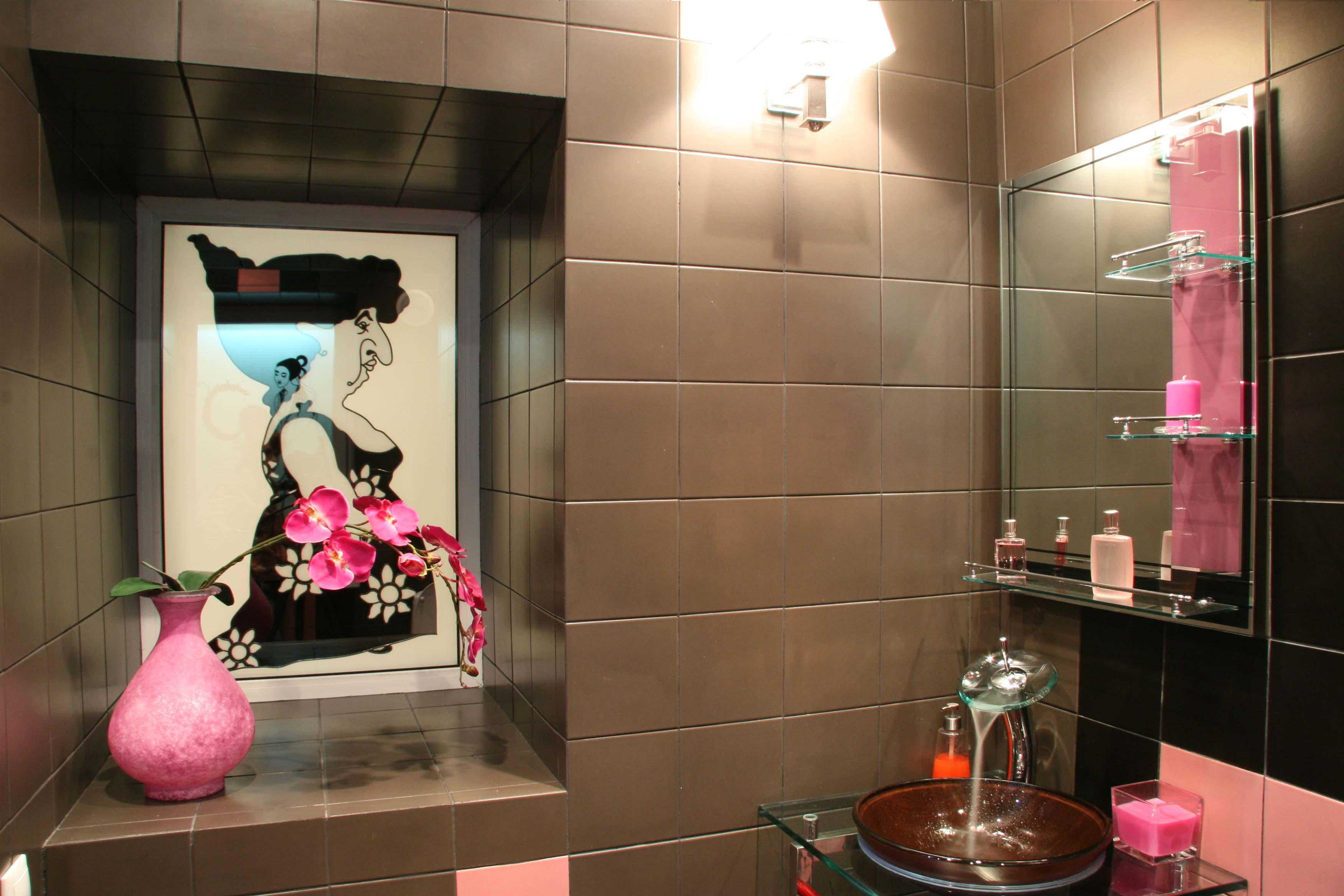 Интерьер дамской туалетной комнаты