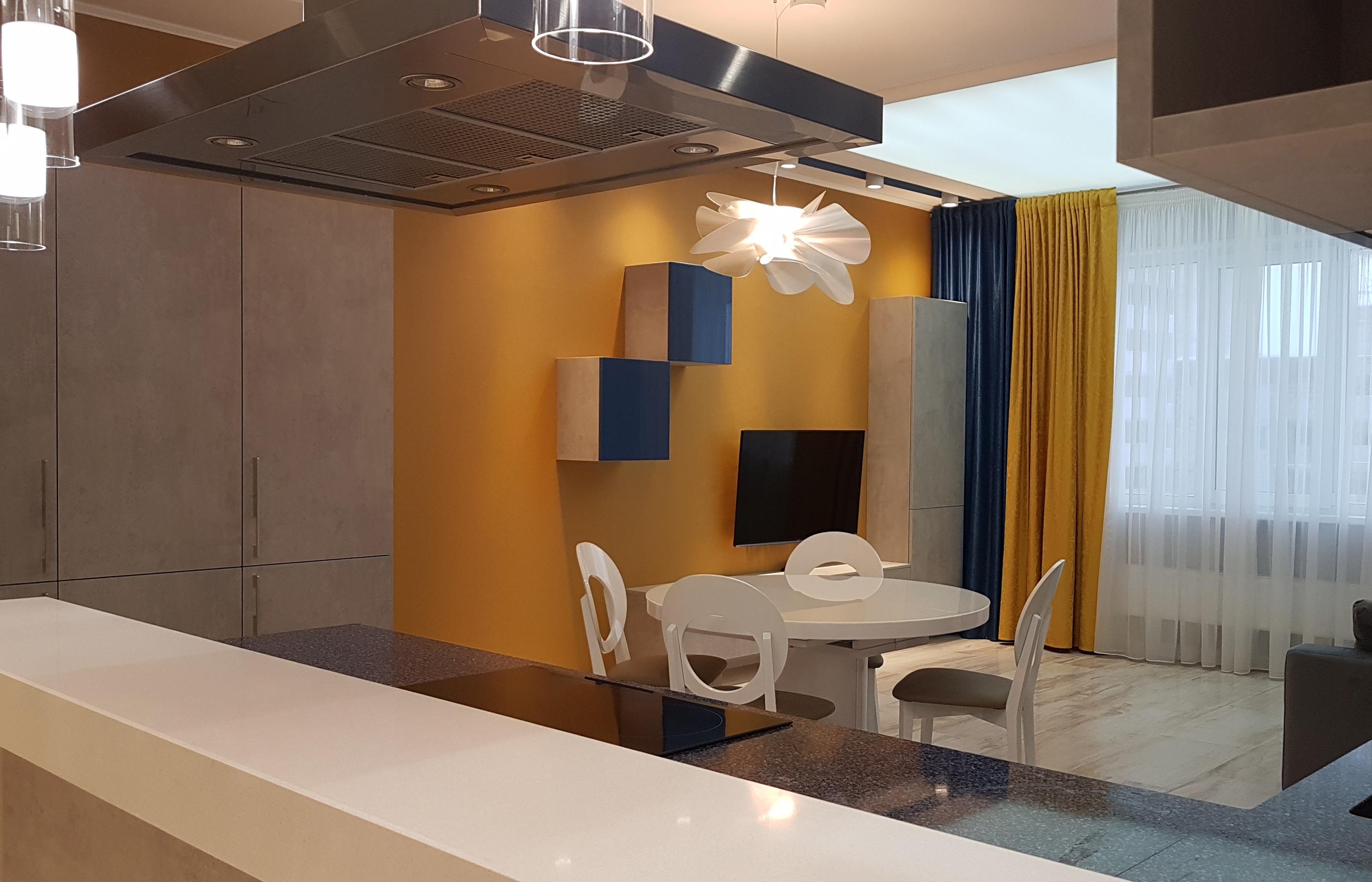 Мебель для кухни и гостиной выполнена в единой цветовой гамме