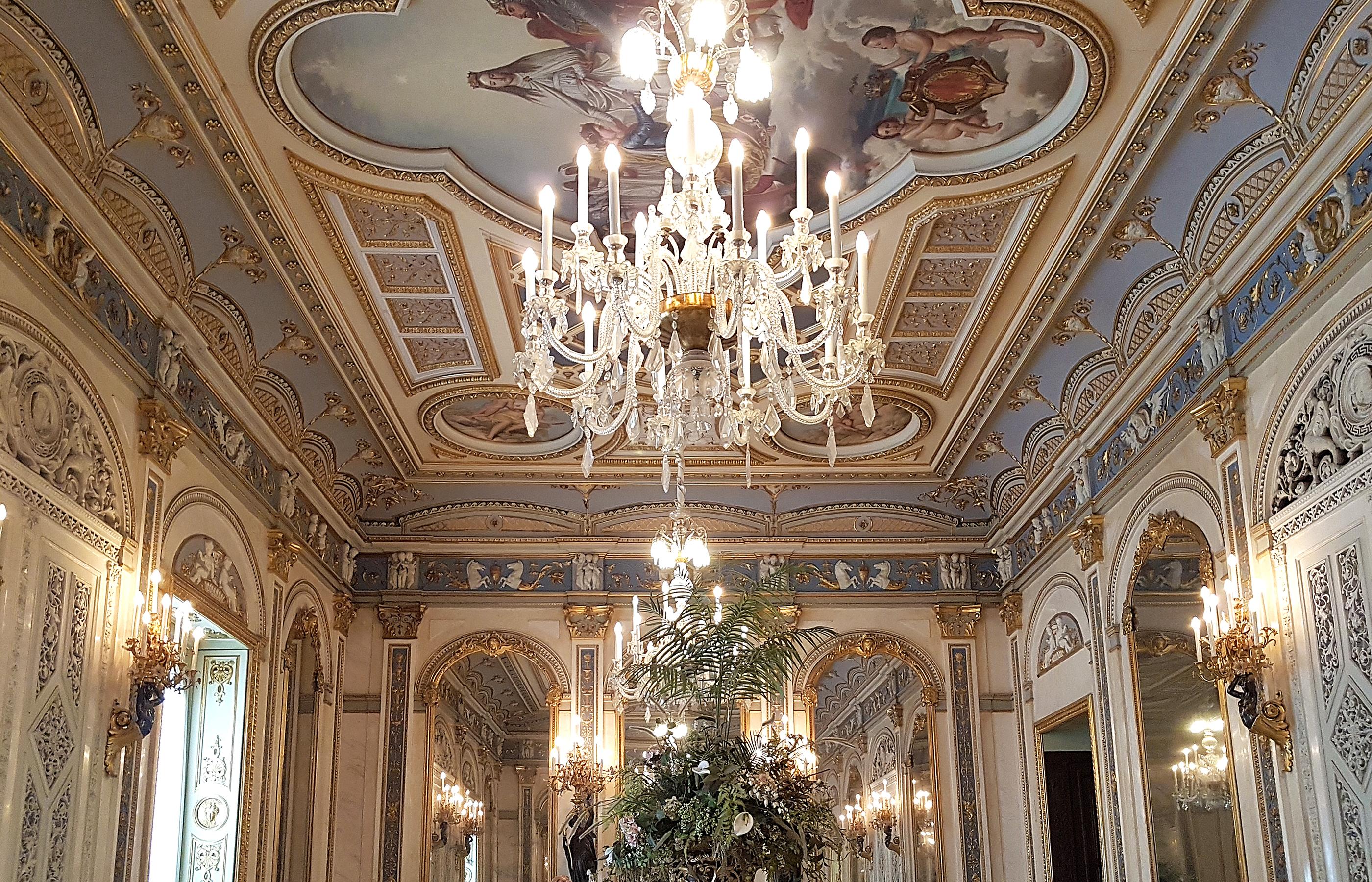 Интерьер бального зала во Двореце маркизов Дос-Агуас