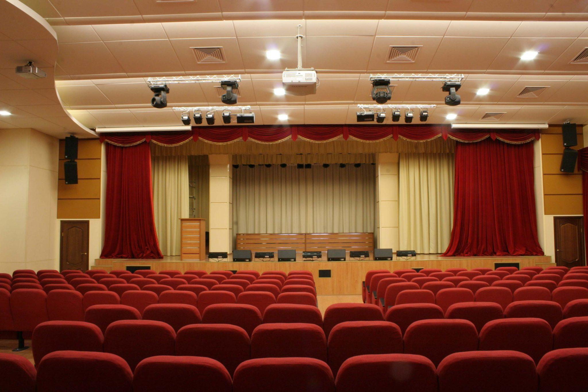 Фото реализованного интерьера конференц зала