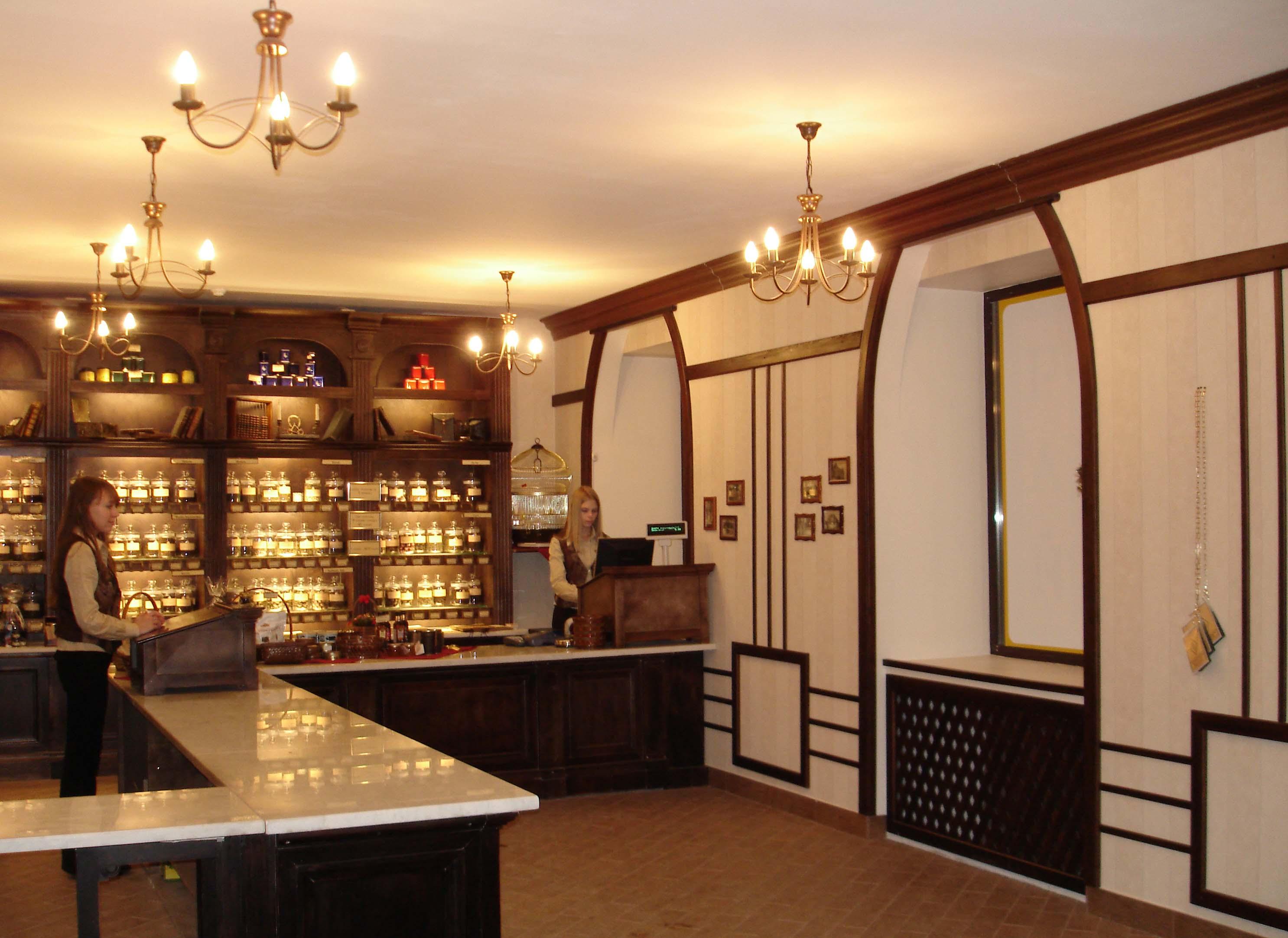 Фото реализованного интерьера чайного магазина
