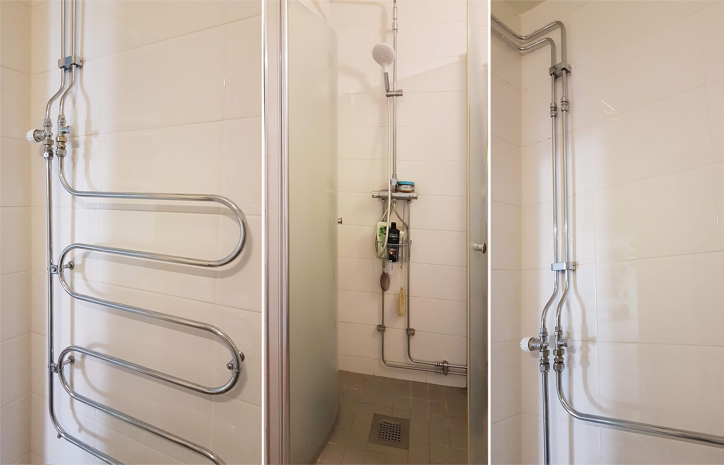 Открытые водопроводные трубы в интерьере ванной комнаты