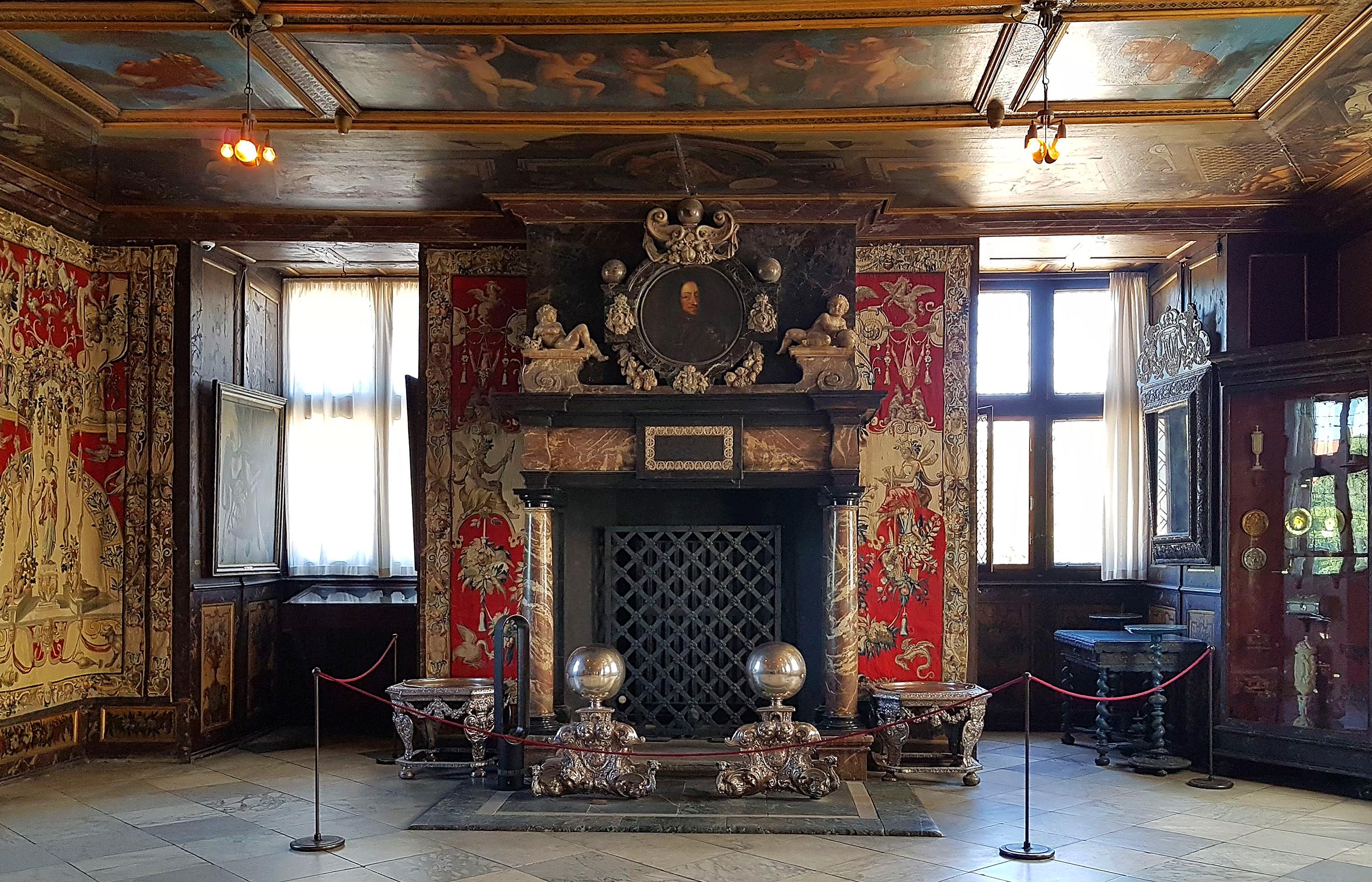 Интерьер с камином в замке Розенборг. Копенгаген